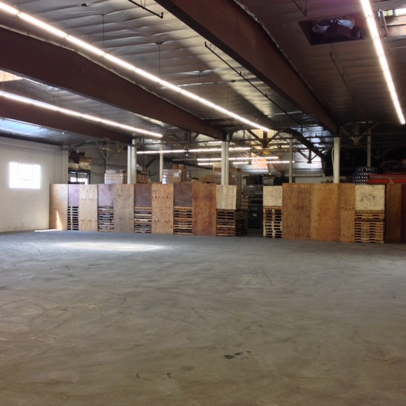 Warehouse. Available 7 days a week from 7AM to 7PM. Additional cleaning fee depending on the type of production. IMPORTANT. Week day rates: 1 hr only - $160, Hr rate (from 2 to 4 hours) - $125, 5 hr rate 8AM-12PM - $600, 5 hr rate 2PM-7PM - $800, 8 hr rate 8AM-4PM - $1200, 11 hr rate 8AM-7PM - $1500. Week end rates: No 1 hour shoot, Hr rate (2 to 4 hours) - $150, the rest is the same.